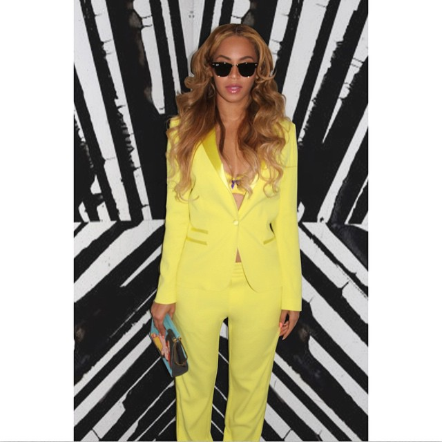 beyonce-instagram-zadig-voltaire-charlotte-olympia